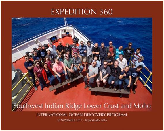 写真2.Exp. 360の乗船研究者30名とアウトリーチスタッフ4名のグループ写真。14のIODP加盟国、17の国々から集まっていて、国際色豊かです。