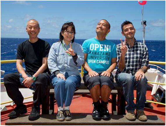 写真3.J-DESCから派遣されている4名。左から、野坂敏夫先生(岡山大学)、阿部なつ江(JAMSTEC)、森下智晃先生(金沢大学)、アレッシオ・サンフィリッポ博士(金沢大学&パヴィア大学).